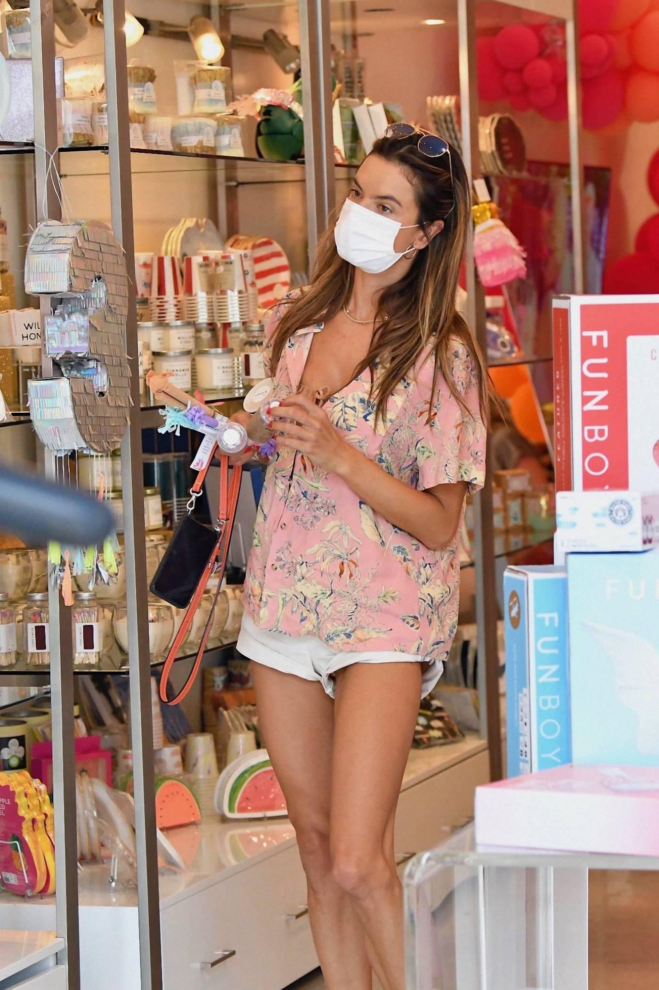 Alessandra Ambrosio 2020 : Alessandra Ambrosio – Shopping in Santa Monica-09