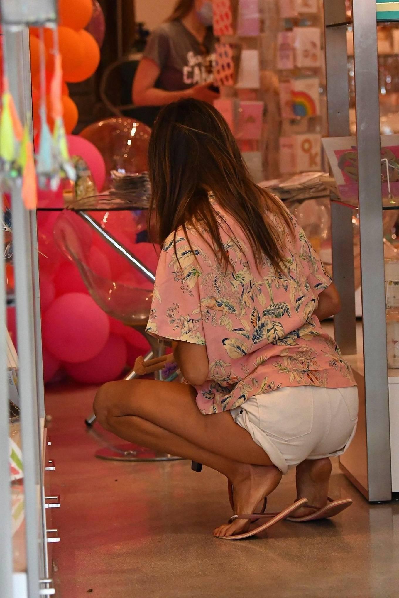Alessandra Ambrosio 2020 : Alessandra Ambrosio – Shopping in Santa Monica-12
