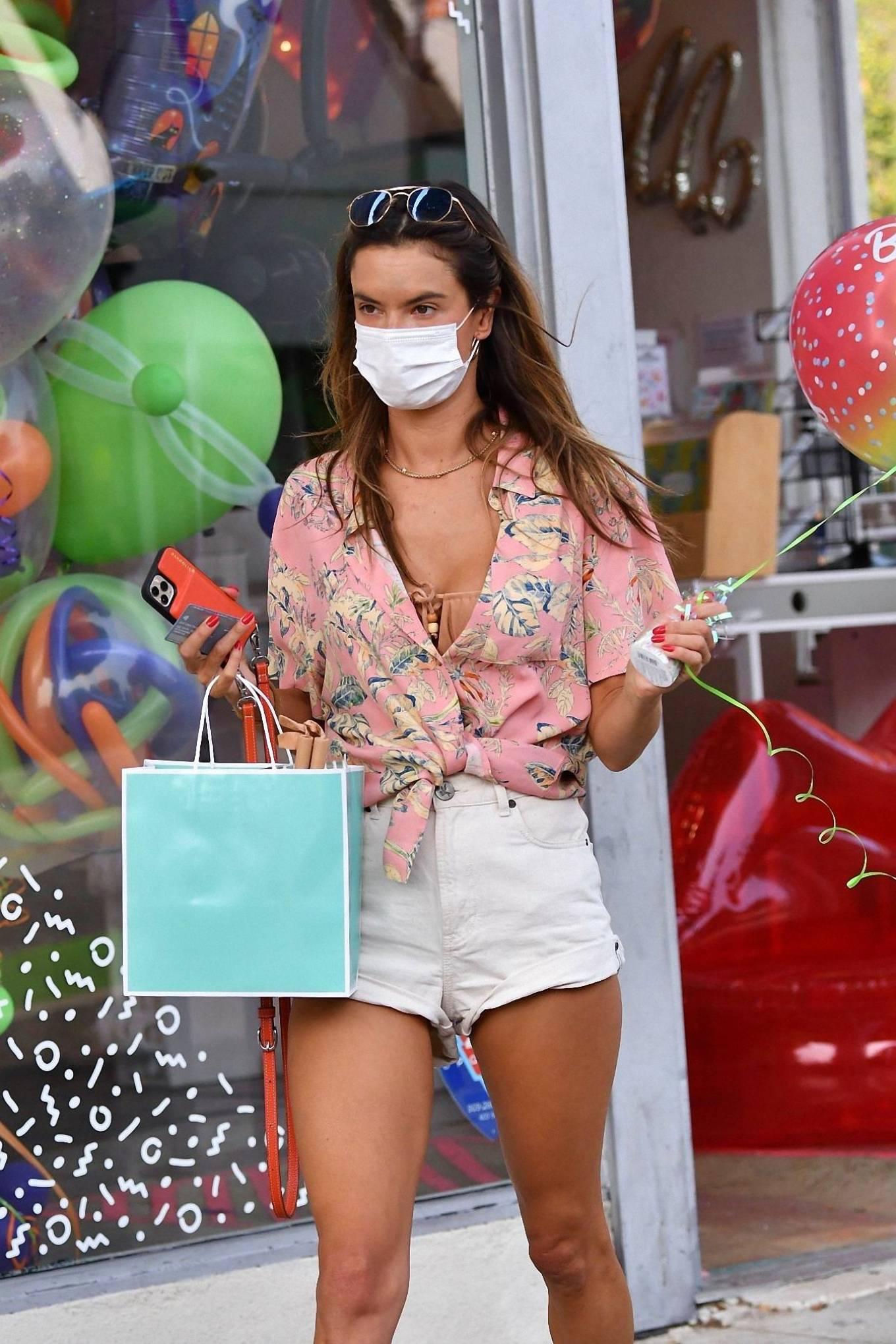 Alessandra Ambrosio 2020 : Alessandra Ambrosio – Shopping in Santa Monica-13