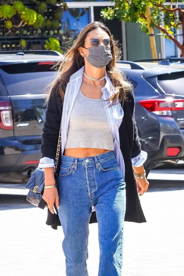 Alessandra Ambrosio - Show her abs while out in Malibu