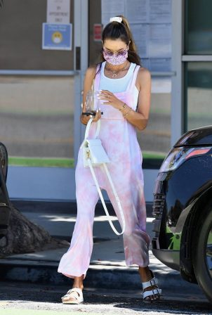 Alessandra Ambrosio - Spotted at a nail salon in LA