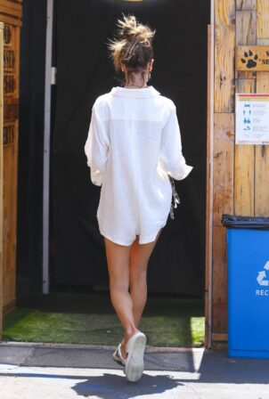Alessandra Ambrosio - Spotted at Kreation Organic Juicery in Santa Monica