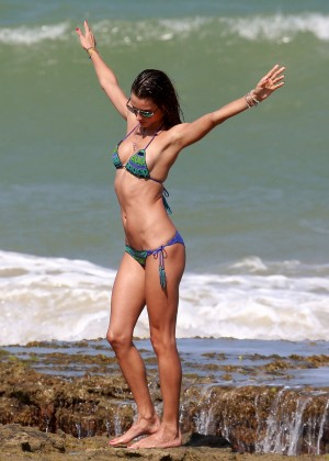 Alessandra Ambrosio Hot in Bikini -10