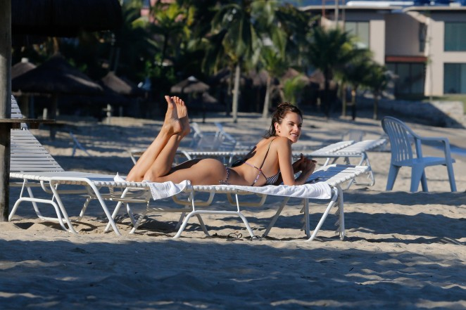 Alessandra Ambrosio in Bikini -41
