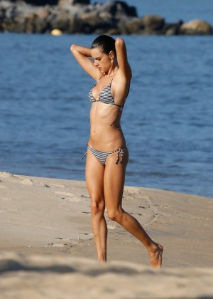 Alessandra Ambrosio in Bikini -60