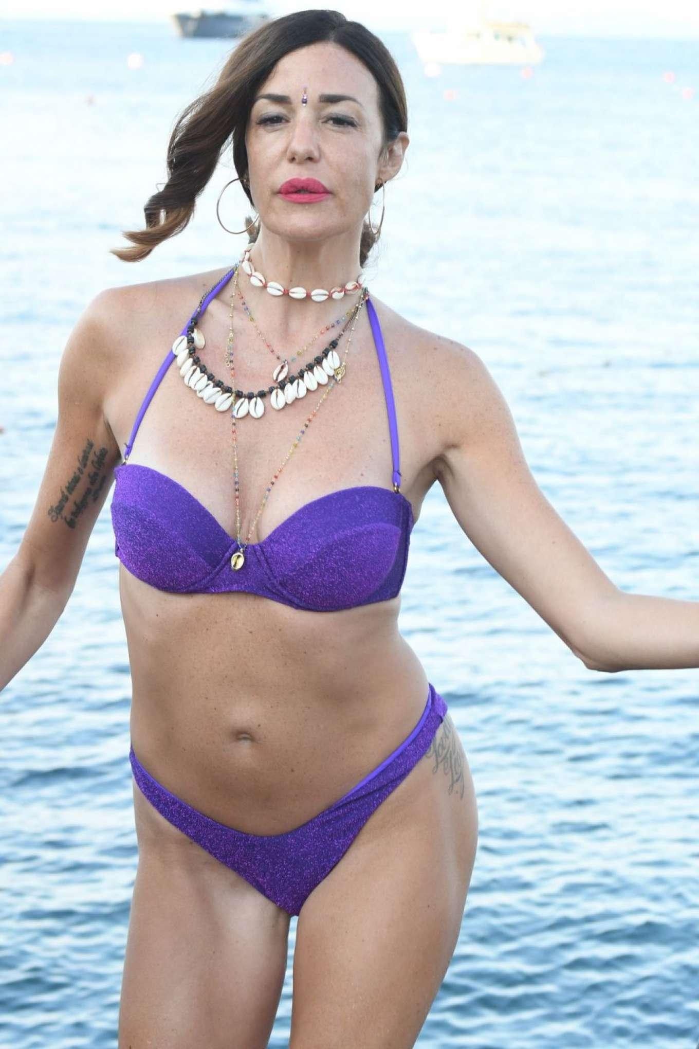 Alessia Fabiani in Bikini 2019-18 | GotCeleb