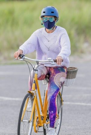 Alex Rodriguez with Jennifer Lopez - Out for a bike ride in the Hamptons