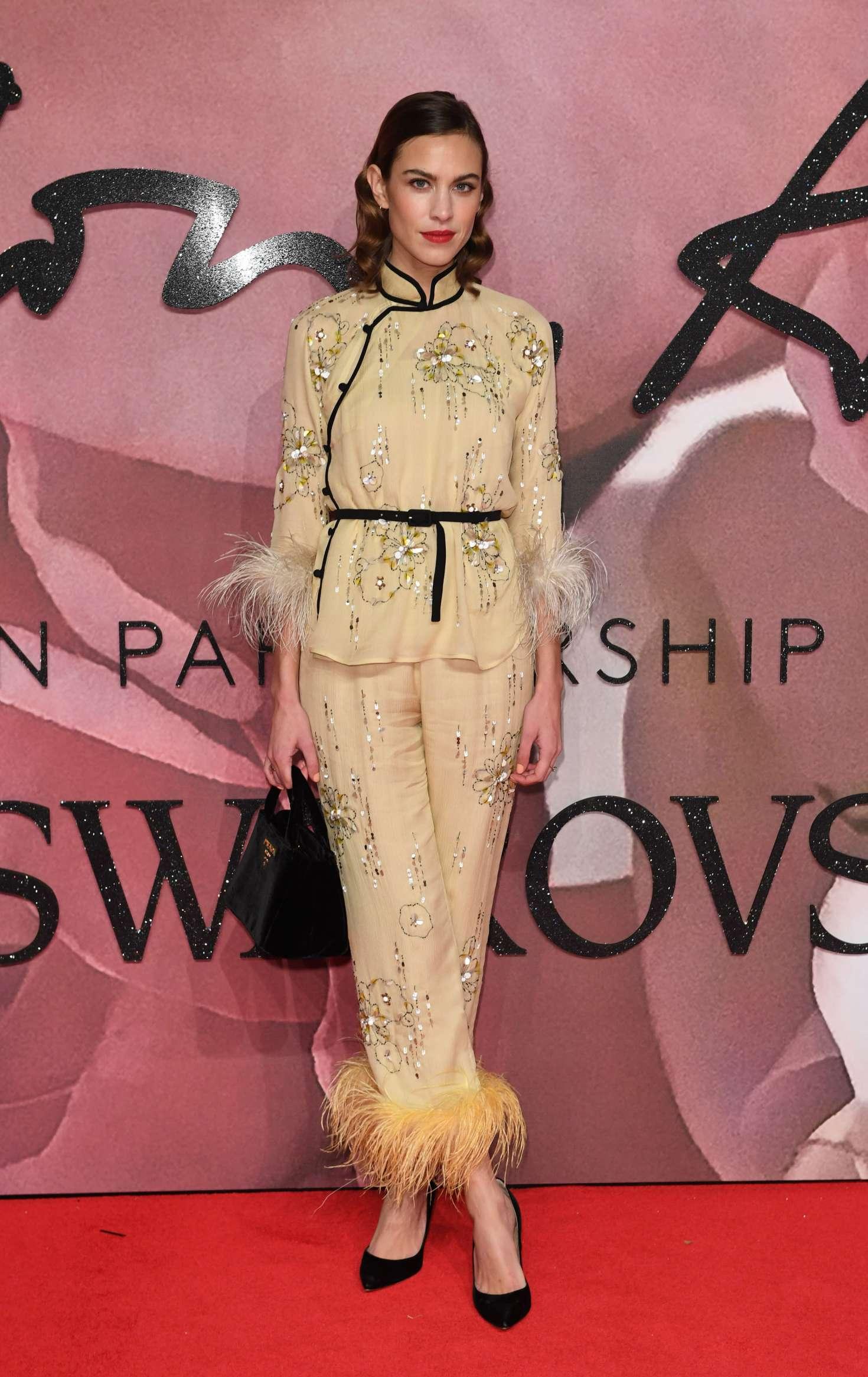 Lady Gaga vamps it up at Fashion Awards - Capital 60