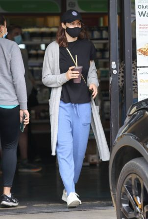 Alexandra Daddario - Grabbing A Smoothy at Earth Bar in Los Angeles