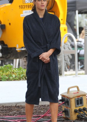 Alexandra Daddario on Baywatch set -03