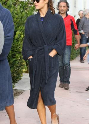 Alexandra Daddario on Baywatch set -14