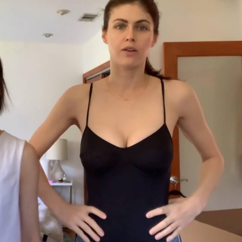 Alexandra Daddario - Personal