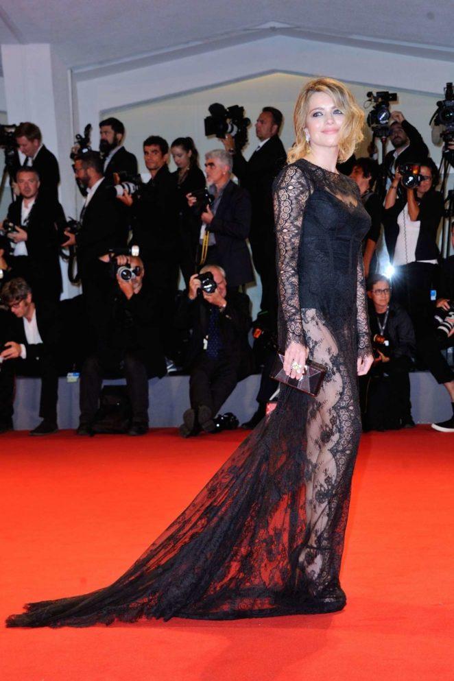 Alexandra Dinu – Loving Pablo Premiere at 2017 Venice Film Festival