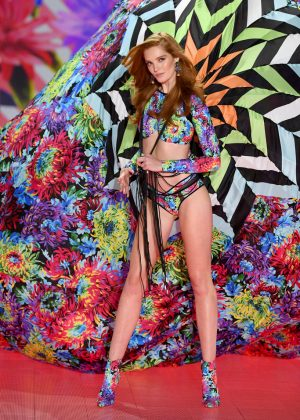 Alexina Graham - 2018 Victoria's Secret Fashion Show Runway in NY