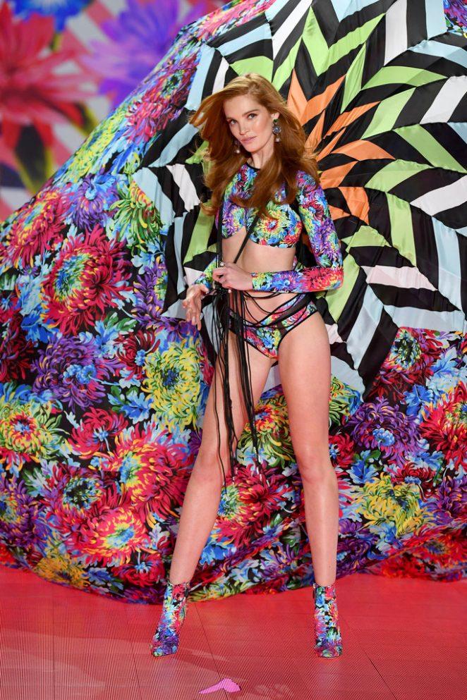 Alexina Graham - 2018 Victoria's Secret Fashion Show Runway in NY