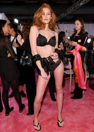 Alexina Graham - Victoria's Secret Fashion Show 2018 Backstage in NY