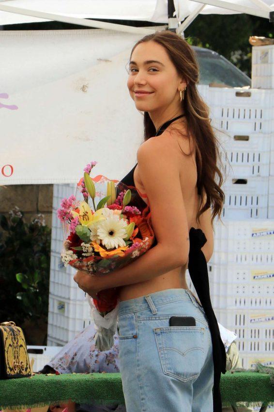 Alexis Ren - Buying flowers in Studio City