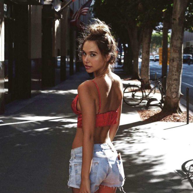 Alexis Ren: Hot Social pix-05