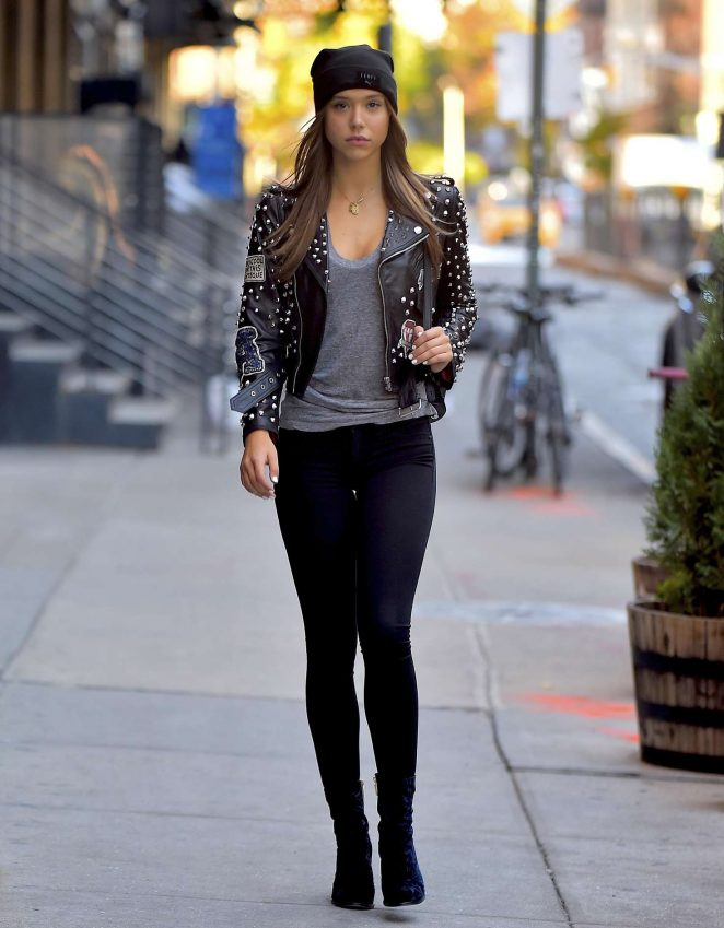 Alexis Ren in Skinny Jeans -04