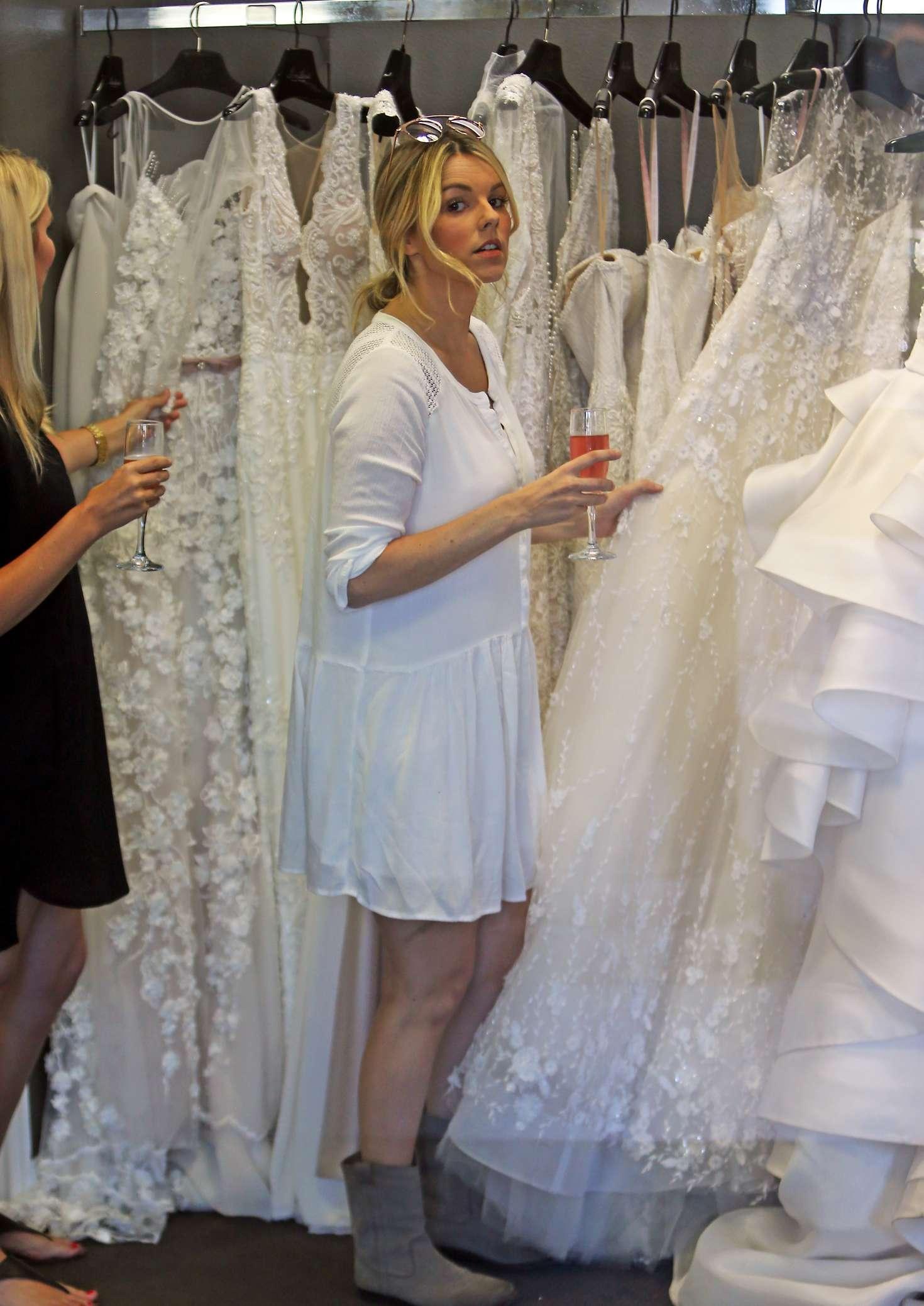 Ali fedotowsky in short dress 11 gotceleb for Mon amie wedding dresses