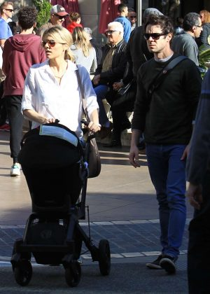 Ali Fedotowsky - Christmas Shopping With Family at The Grove in LA