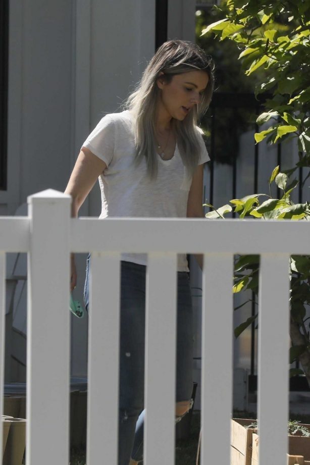Ali Fedotowsky - Gardening in her front yard