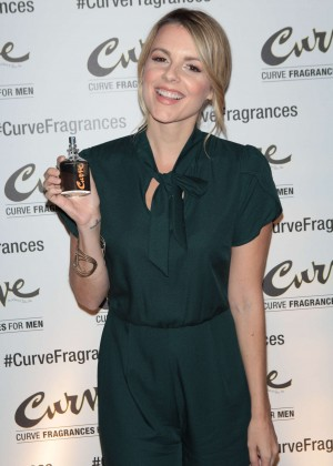 Ali Fedotowsky - Hosts Curve Fragrances For Men TriviaNYC Game Night in NYC