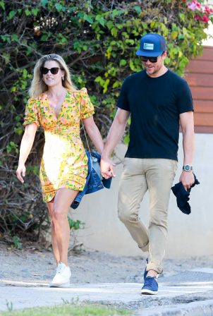 Ali Larter and Hayes MacArthur - Out and about in Malibu