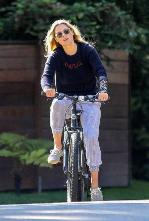 Ali Larter - Bike ride in Pacific Palisades