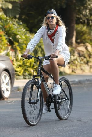 Ali Larter - Bike ride in Santa Monica