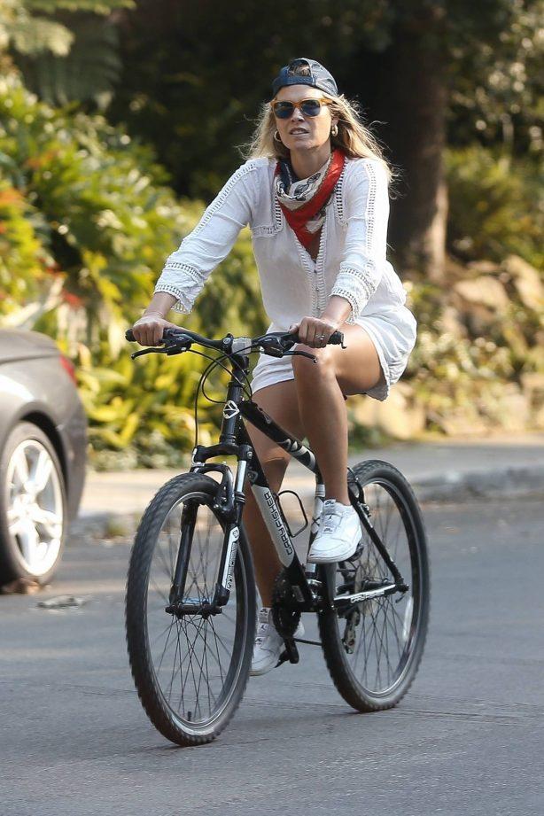 Ali Larter - Bike ride in Santa Monica