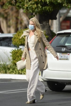 Ali Larter - Dons bussines look while out in Los Angeles