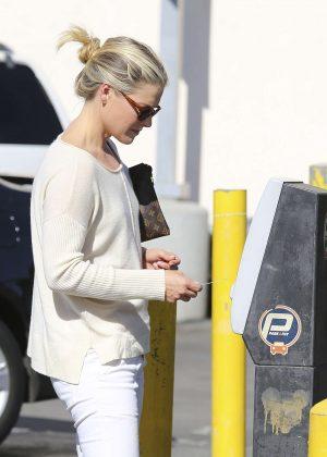 Ali Larter feed her parking meter in Los Angeles