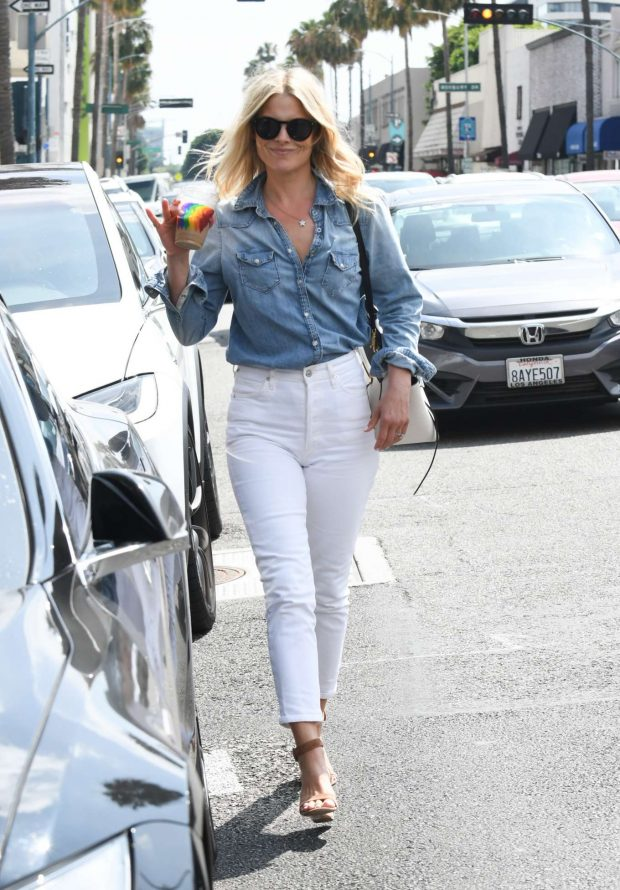 Ali Larter in White Pants-02