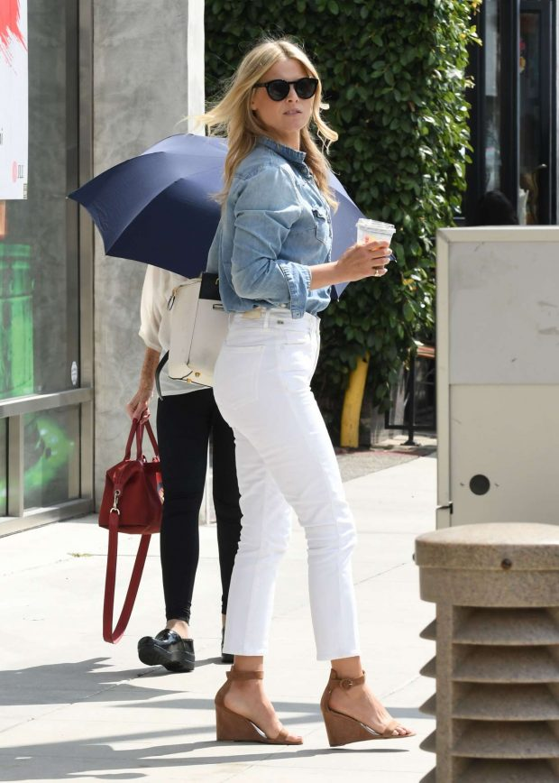 Ali Larter in White Pants-03