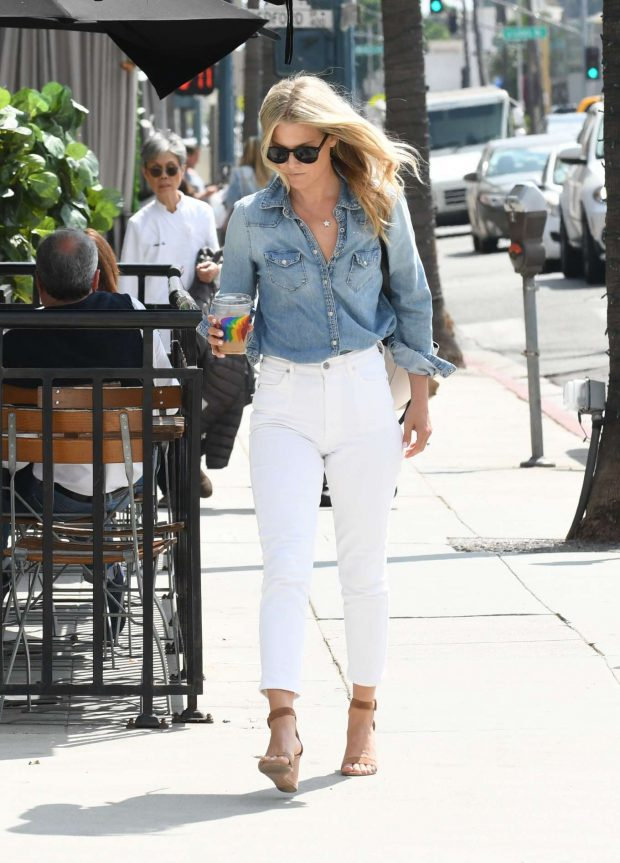 Ali Larter in White Pants-04