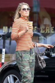 Ali Larter - Stops for a drink in Larchmont Village in Los Angeles