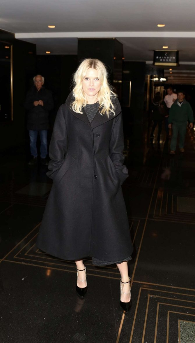 Alice Eve: Out in New York -01