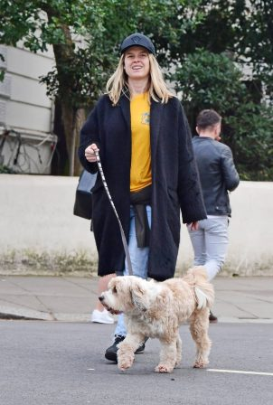 Alice Eve - Walk during the ongoing COVID-19 lockdown in London