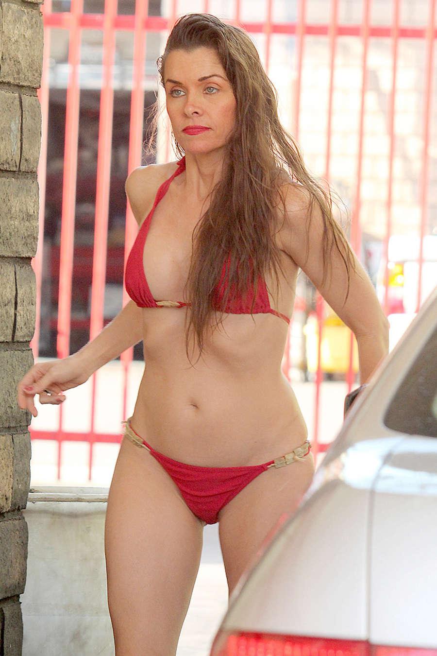 Redhead woman posing naked