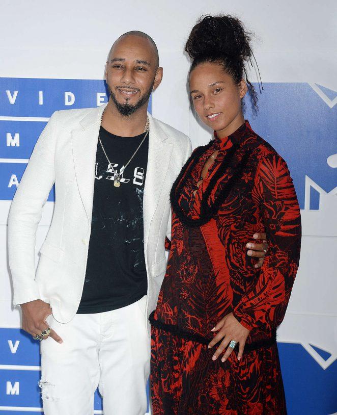 Alicia Keys: 2016 MTV Video Music Awards -01