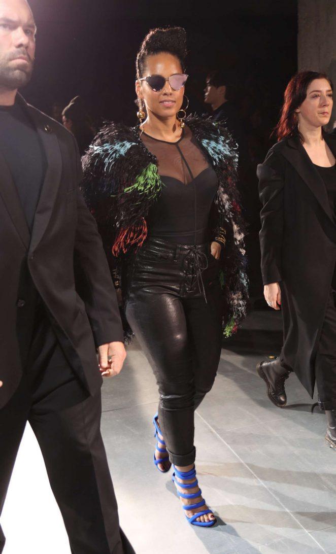 Alicia Keys at Yohji Yamamoto Fashion Show -04