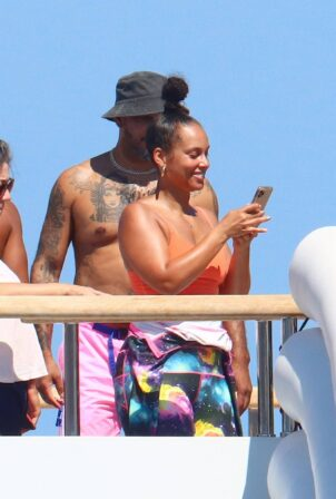 Alicia Keys - On a yacht with Swizz Beatz in the South of France