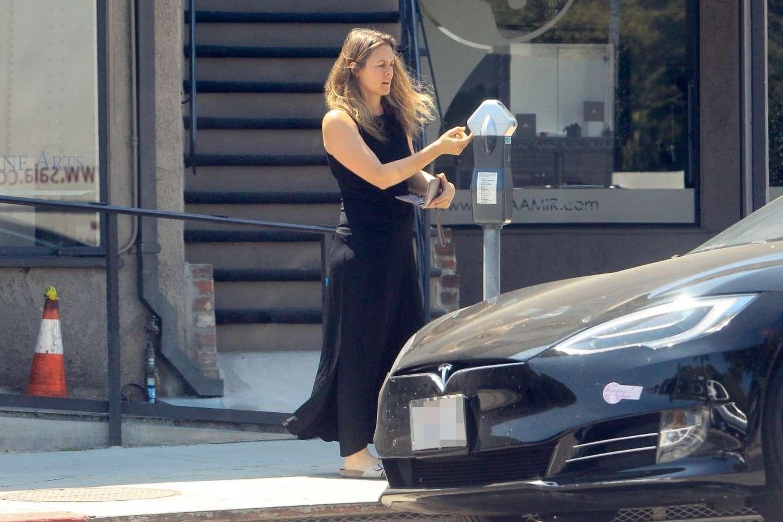 Alicia Silverstone 2019 : Alicia Silverstone – Feeding the meter in Beverly Hills-03