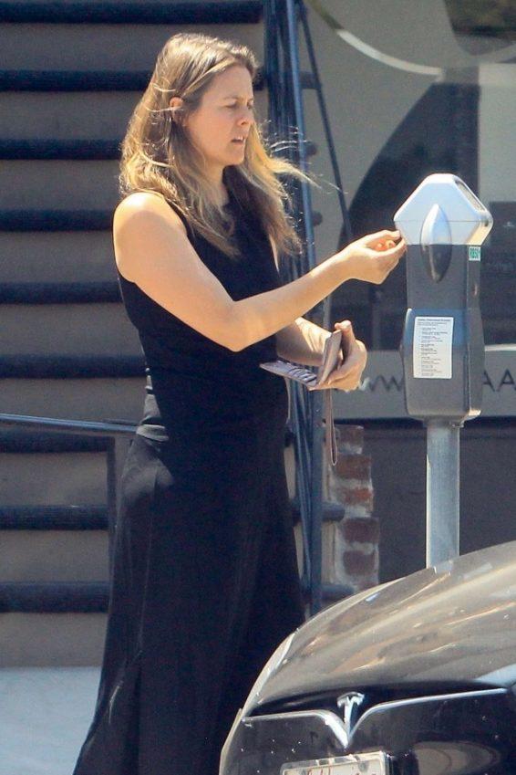 Alicia Silverstone 2019 : Alicia Silverstone – Feeding the meter in Beverly Hills-06