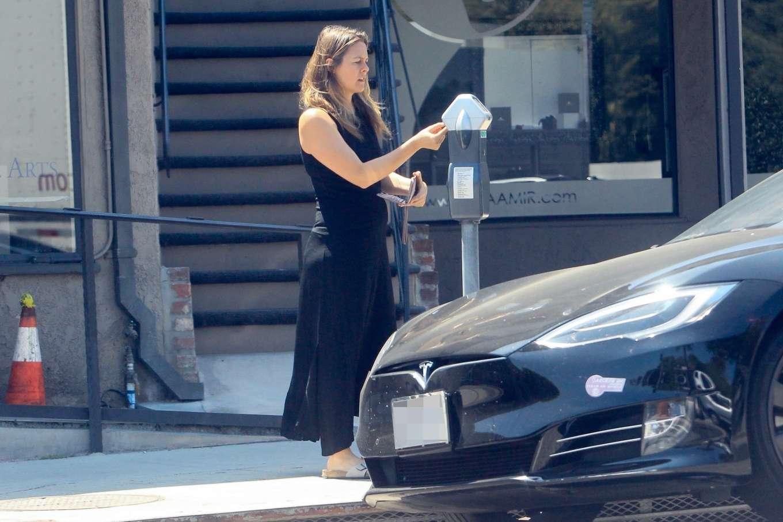 Alicia Silverstone 2019 : Alicia Silverstone – Feeding the meter in Beverly Hills-10