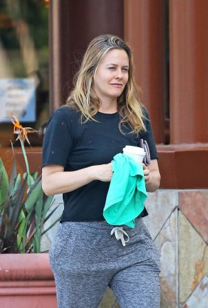 Alicia Silverstone makeup free in LA