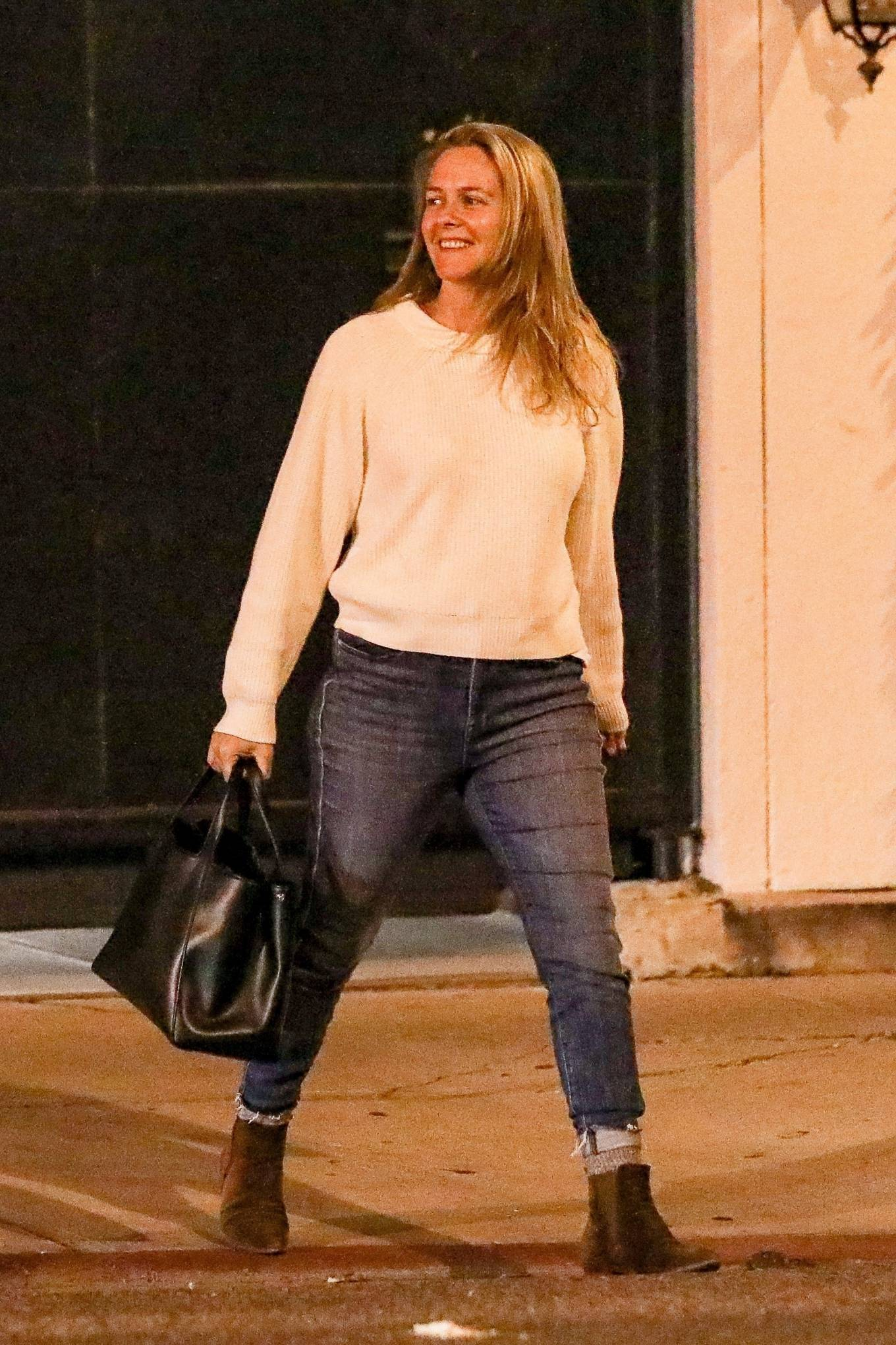 Alicia Silverstone - Seen after a hair salon West Hollywood