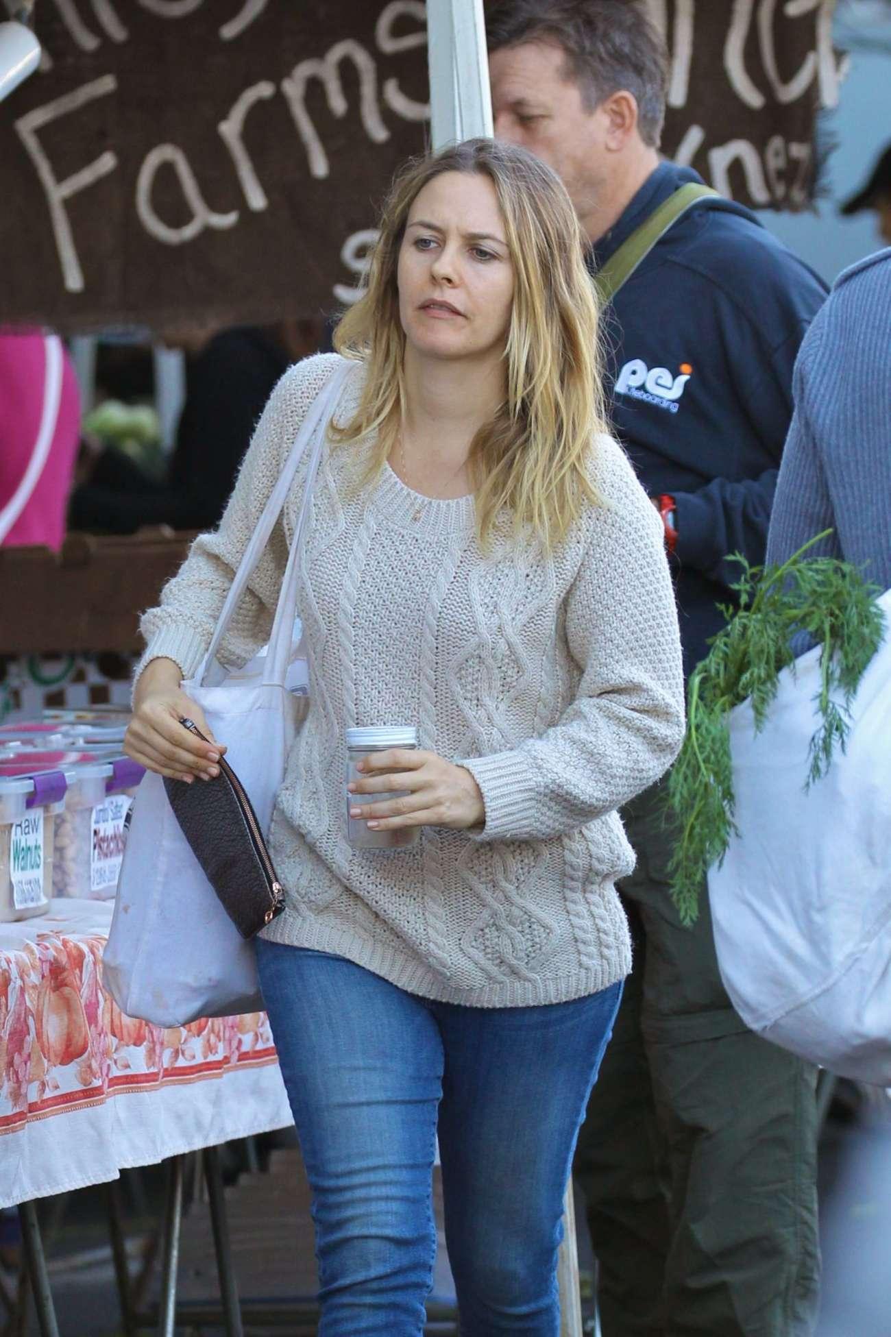 Alicia Silverstone in Jeans Shopping in Studio City