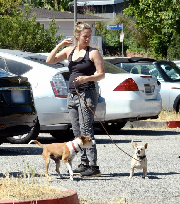 Alicia Silverstone - Walk her dogs out for a hike in Los Angeles